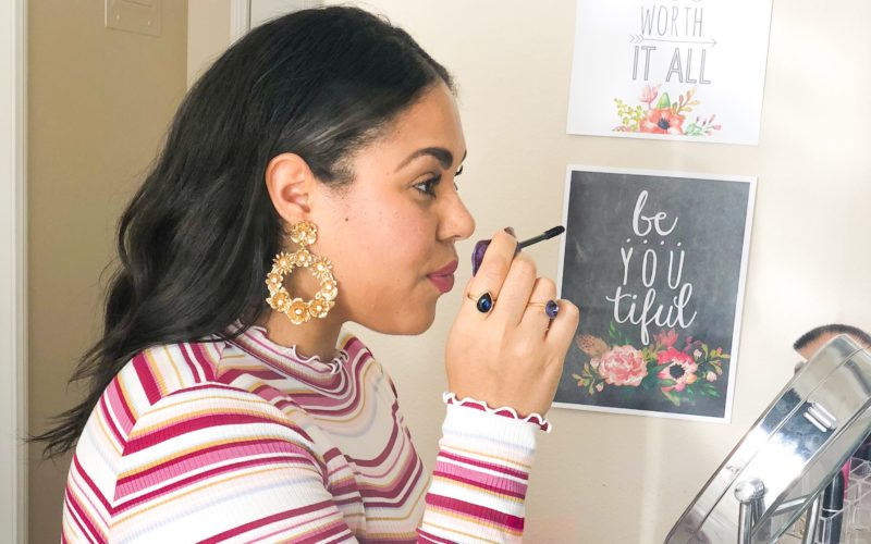 5 Reasons Every Woman Needs A Makeup Vanity Table