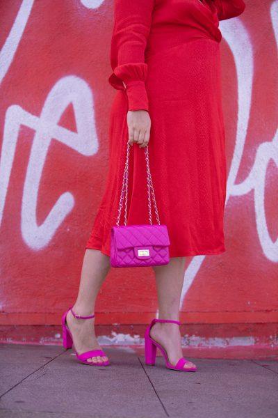 637A8954 red dress pink heels pink purse